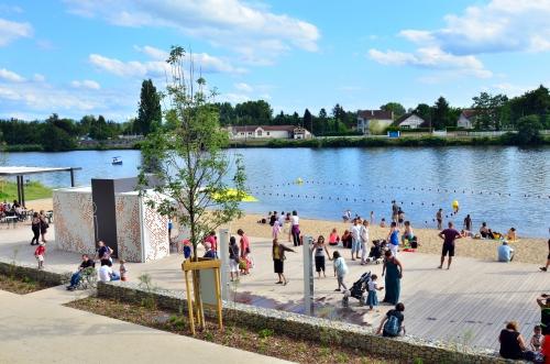 Esplanade promenades et plages du lac d 39 allier vichy - Office de tourisme allier ...